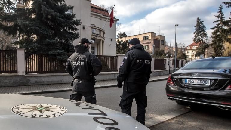 В Турция откриха ядрен материал в кола, закопчаха четирима