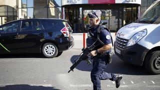 Фалшив терористичен сигнал затвори централна част в Париж