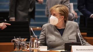 """Меркел иска драконовски мерки за """"мега блокада"""" в Германия"""
