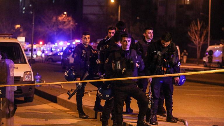 Двама убити при престрелка в Анкара, в Диарбекир обезвредиха 150 кг експлозиви в кола
