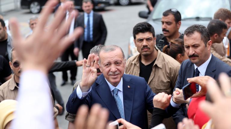 Съветник на Ердоган иска американски депутат да млъкне с критиките