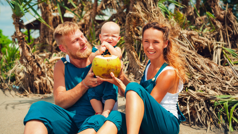 На острова има много млади семейства с деца.