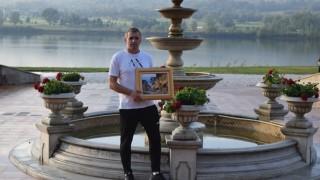 Специален подарък за треньора на Локомотив (Пловдив)