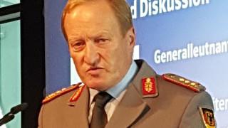 Ген. Ерхард Бюлер поема командването на обединените въоръжени сили на НАТО