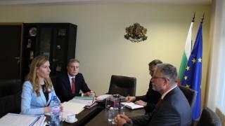 """Ангелкова търси съдействие от Полша и Германия за ситуацията с """"Томас Кук"""""""