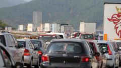 """Колона от коли между Ботевград и """"Ечемишка"""", засилен трафик през Кулата и Маказа"""