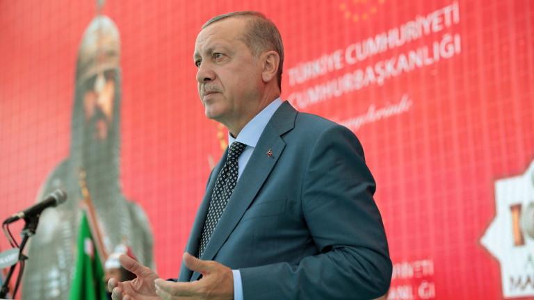 Турският президент Тайип Ердоган обещава да донесе мир и сигурност
