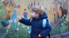 Принц Джордж тръгна на детска ясла (СНИМКИ)