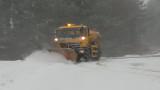 Над 1 000 машини почистват снега в страната