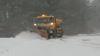 Над 220 машини разчистват снега от пътищата в страната