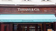 """Търговецът на бижута Tiffany се изнася от сградата на """"Организация Тръмп"""""""