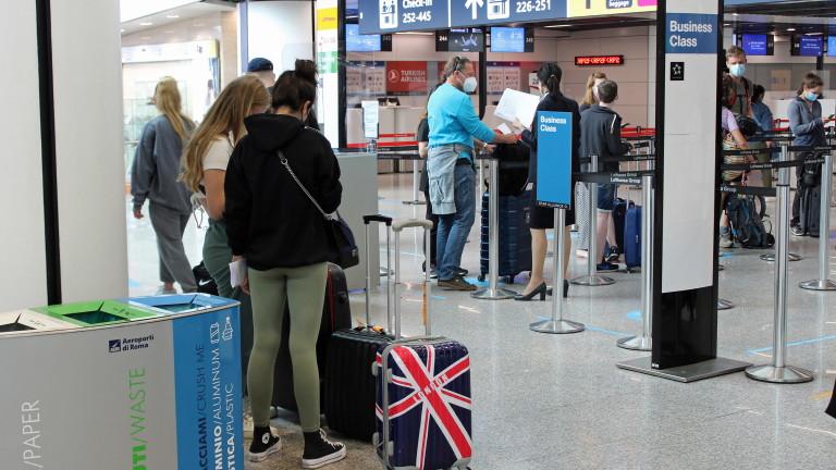 Италианското правителство обяви в петък, че ще изисква пристигащите от