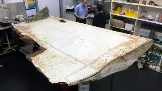 Откритата в Мавриций част от крило на самолет е от изчезналия MH370