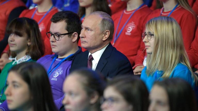 Разтревожен от нарастващата популярност на рап музиката сред руските младежи,
