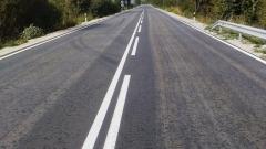 Аварирал ТИР ограничи движението  по път Ботевград-Мездра