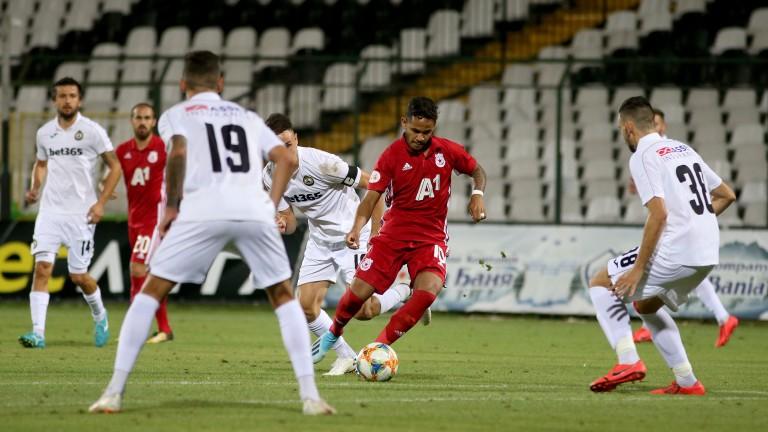 Българският шампионат по футбол е спрян заради извънредното положение в
