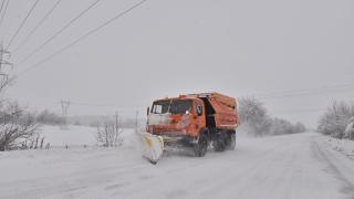 """Снегорин прати кола между мантинелите на АМ """"Марица"""""""