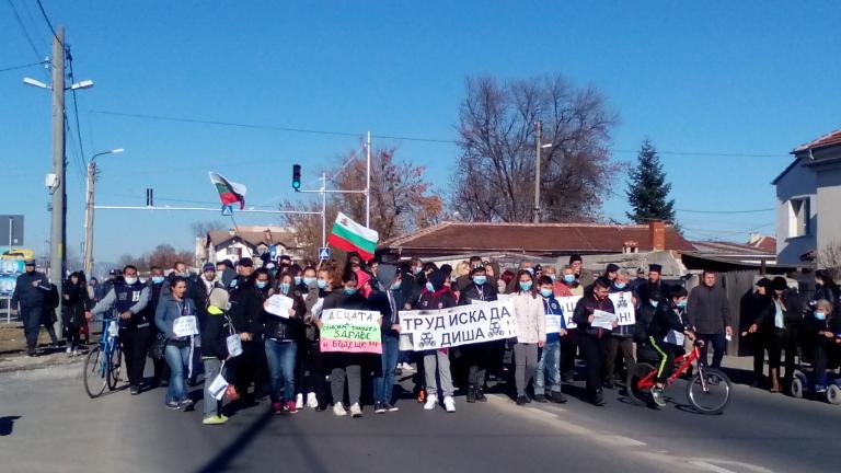 Жителите на Труд блокираха пътя Пловдив – Карлово