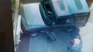 Собственик на джип отрязал колче, за да паркира