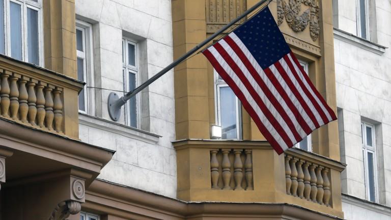 Русия намали паркоместата пред американските консулства