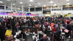 """Втори ден хиляди са блокирани на летище """"Гетуик"""" заради безпилотни самолети"""