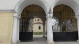 Ремонтират 180-годишна черква в Хасково