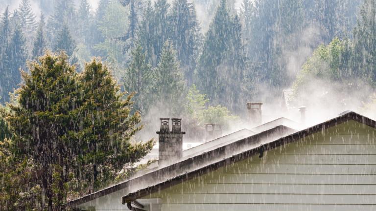 Облачен и дъждовен вторник