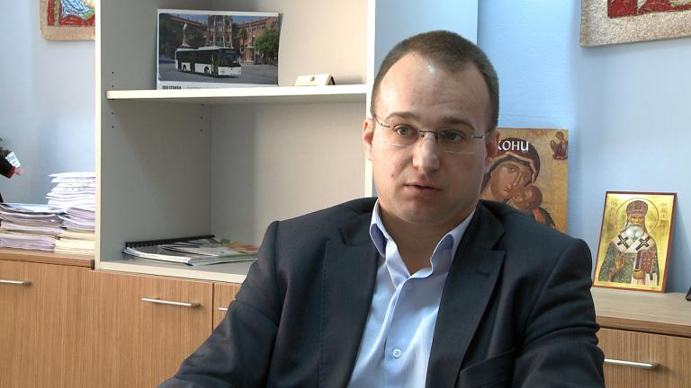 Симеон Славчев пита Фандъкова за хаоса с общинските жилища
