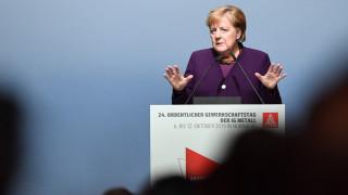 Меркел иска Германия да се пребори с омразата, в синагогата е предотвратено клане
