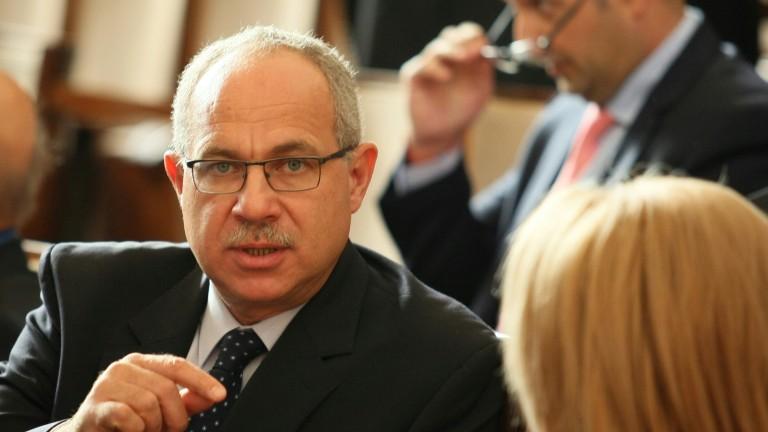 Гласуваха оставката на Антон Тодоров