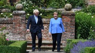 Меркел: Германия склонна да допуска ваксинирани британци без карантина