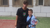 Адриан Андреев игра с деца преди Sofia Open