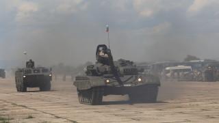 Отбраната се похвали с първите ремонтирани танкове Т-72