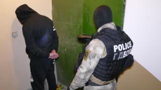 Откриха трима обявени за общодържавно издирване по време на спецакция в Нова Загора