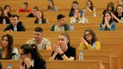 Коронавирусът спъва дипломирането на 1500 студенти по право у нас
