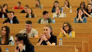 Най-голяма част от студентите у нас искат стартова заплата между 1 500 и 2 000 лева