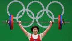 Севернокорейка със злато от вдигането на тежести