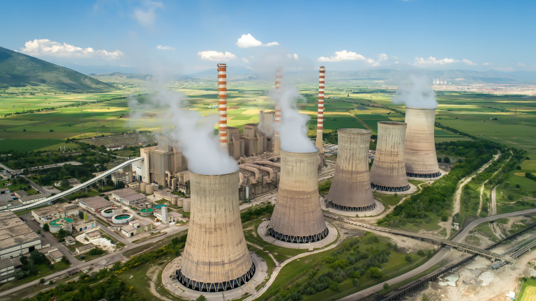 Глобалната ядрена енергетика достигна 30-годишно дъно