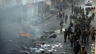 Вече поне 20 убити и стотици тежко ранени при размириците в столицата на Индия