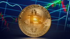 Bitcoin загуби близо 40% от рекордната си стойност