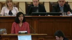 Антикорупционният закон на Кунева остана за наесен