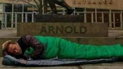 Арнолд Шварценегер легна пред хотел