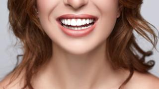 Как да избелим зъбите си с естествени средства