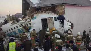 Версиите за авиокатастрофата в Казахстан - пилотска грешка или техническа неизправност