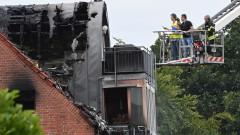 Малък самолет се разби в жилищна сграда в Германия, трима загинали