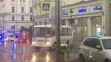 Пиян мъж държи заложници в банка в Москва, заплашва да я взриви