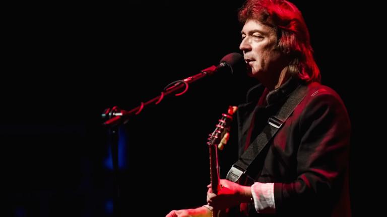 Стив Хакет, бившият водещ китарист на легендарната британска рок група