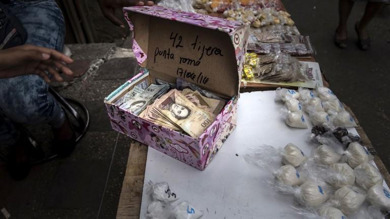 Кутиите с пари често са използвани при разплащания в страната