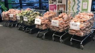 Британски супермаркет раздаде безплатни зеленчуци
