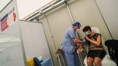 """ЕС ваксинира до края на лятото """"всички, които се нуждаят"""""""